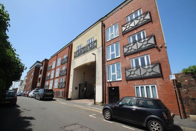 2 bed flat to rent in Waterloo Road, St. Philips, Bristol BS2