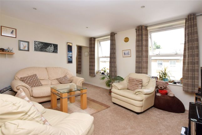 Picture No. 08 of North West Apartment, 25 Woodford Road, Watford, Hertfordshire WD17