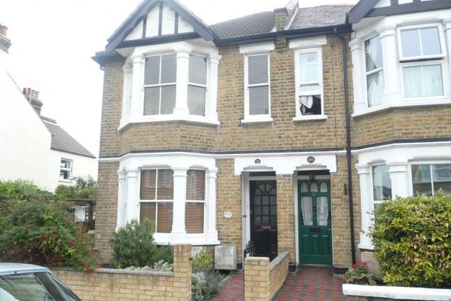 Thumbnail Flat to rent in Lymington Avenue, Leigh-On-Sea, Essex