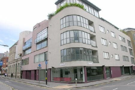 2 bed flat to rent in Union Street, London SE1