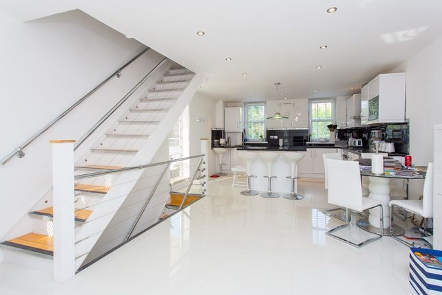 Thumbnail Terraced house to rent in Rodenhurst Road, London