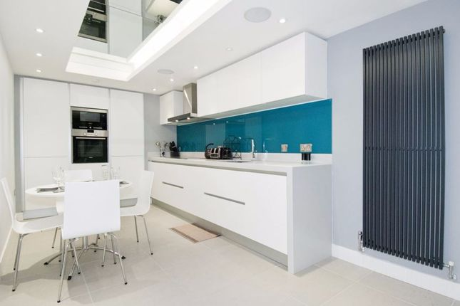 Thumbnail Town house for sale in Chapter Street, London