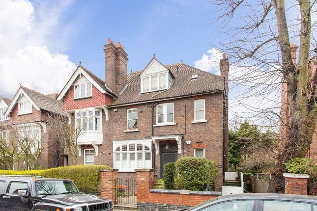 3 bed flat to rent in Daleham Gardens, Hampstead, London