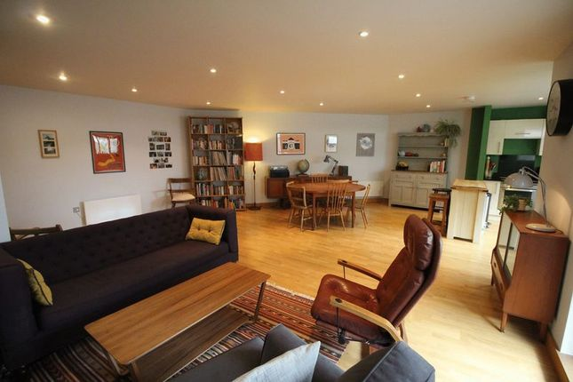 Thumbnail Flat for sale in Wick Lane, London
