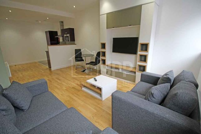 Thumbnail Flat to rent in Q Two Residence, 25 Queen Street, Leeds