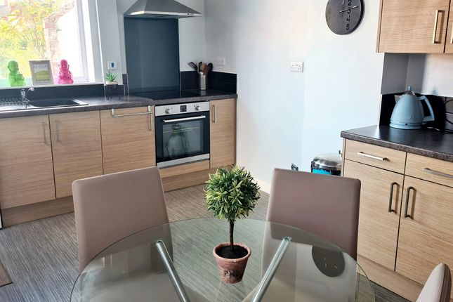 4 bed shared accommodation to rent in Rockingham Road, Doncaster DN2