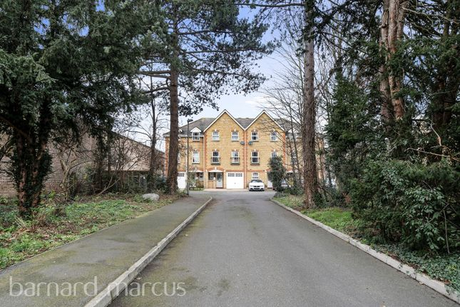 Town house for sale in Honnor Gardens, Isleworth