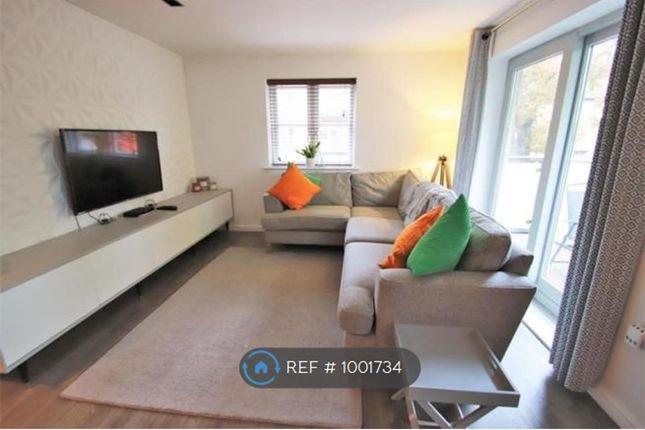 2 bed flat to rent in Talehangers Close, Bexleyheath DA6