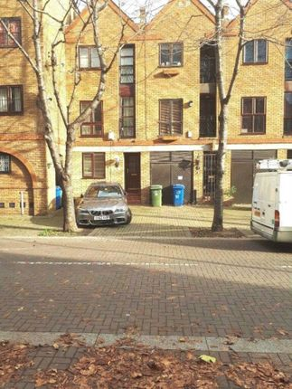 Thumbnail Property to rent in Brunswick Quay, Surrey Quays