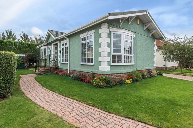 Thumbnail Mobile/park home for sale in Orchard Park, Chieveley