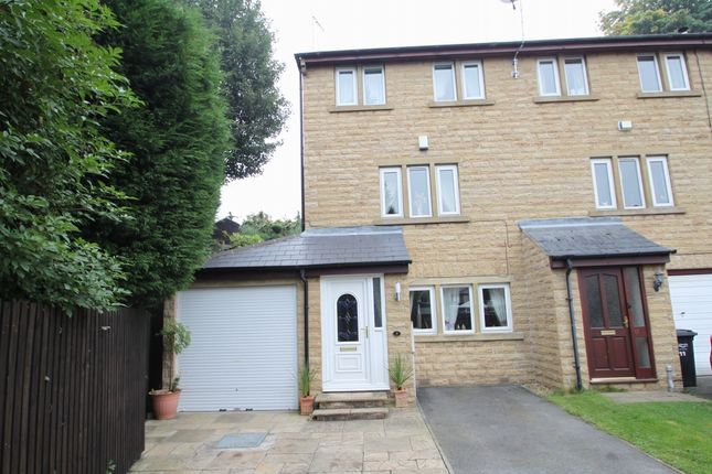 4 bed terraced house for sale in Bramston Gardens, Rastrick, Brighouse