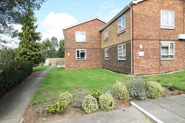 Main Picture of Elmwood Crescent, London NW9