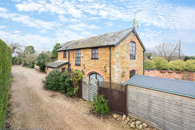 2 bed barn conversion for sale in Upper Heyford, Northampton