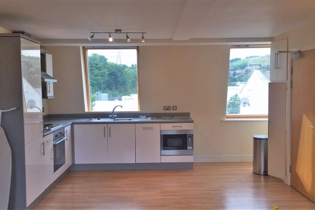 Thumbnail Flat to rent in Mill West, Sowerby Bridge, Calderdale