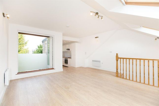 Thumbnail Flat to rent in Surrey Square, London