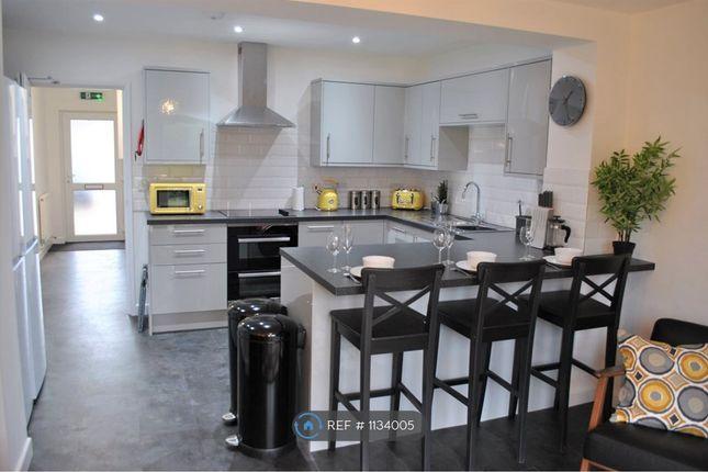 Room to rent in Grange Drive, Swindon SN3