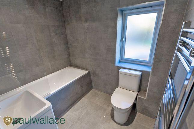 Bathroom of High Wood Road, Hoddesdon EN11