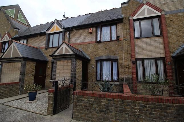Thumbnail Town house to rent in Presidents Drive, Wapping