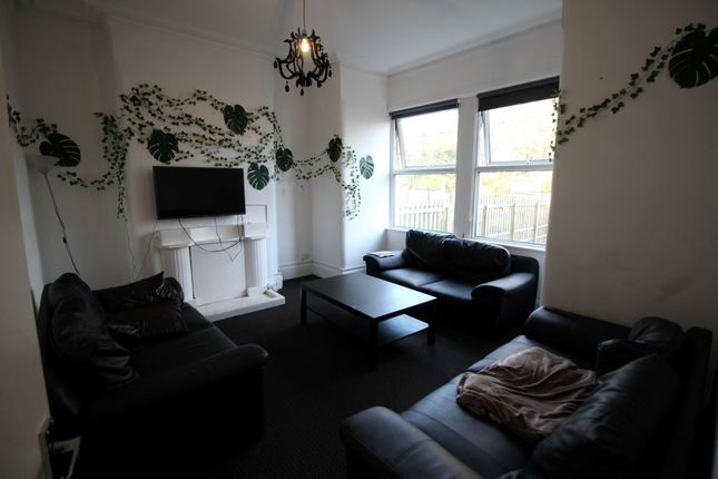 Thumbnail Property to rent in Belle Vue Road, Hyde Park, Leeds
