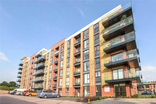 Thumbnail Flat for sale in Oscar Wilde Road, Reading, Berkshire