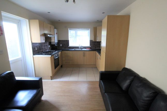 6 bed property to rent in Rhymney Street, Cathays, Cardiff CF24