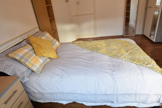 Thumbnail Shared accommodation to rent in Spencer Avenue, Earlsdon, Coventry