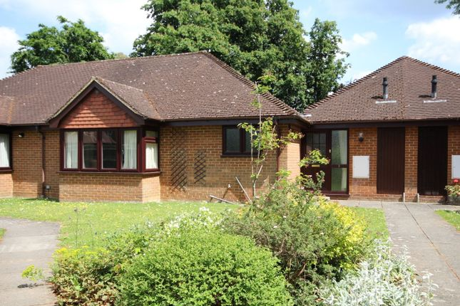 Thumbnail Property to rent in Chalcraft Close, Henley-On-Thames