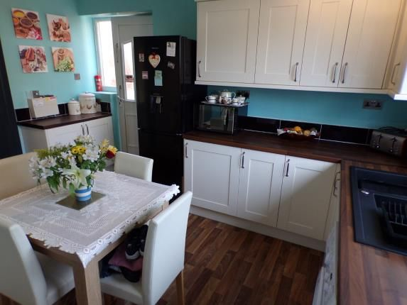 Wrenthorpe vale clifton nottingham ng11 3 bedroom end for 5 clifton terrace winchester b b
