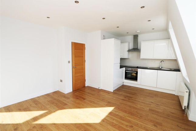 Main Picture of 26A The Broadway, Flat 5, Wimbledon SW19