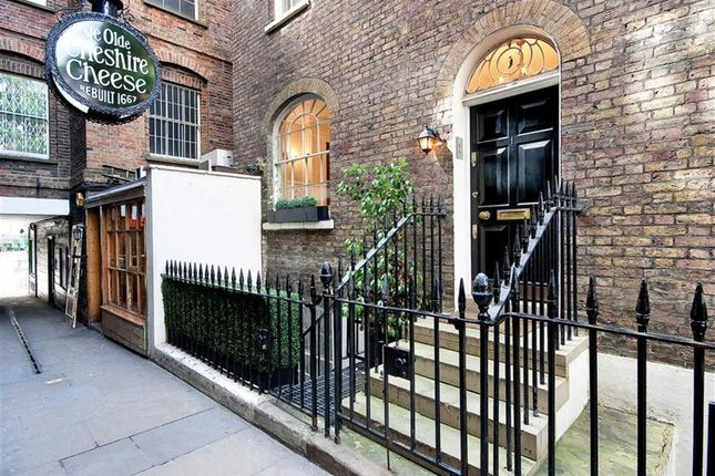 Thumbnail Terraced house to rent in Wine Office Court, London
