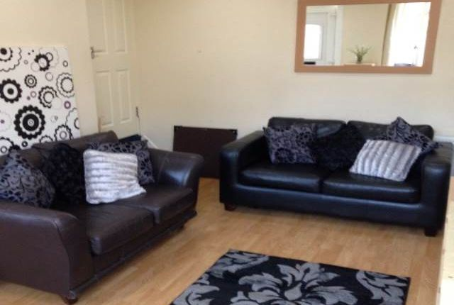 Thumbnail Shared accommodation to rent in Woodside Avenue (Room 3), Burley, Leeds W Yorkshire