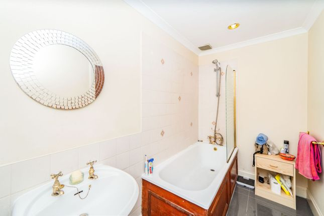 Bathroom of Barony Street, New Town, Edinburgh EH3