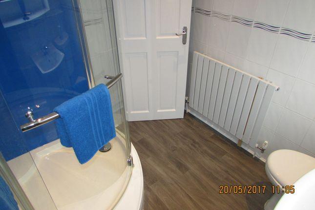 Bathroom of Martin Close, Denton M34