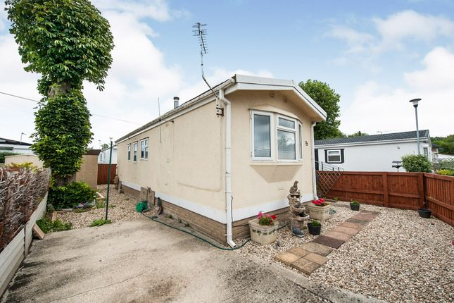 Thumbnail Mobile/park home for sale in Manor Avenue, St. Johns Priory, Lechlade