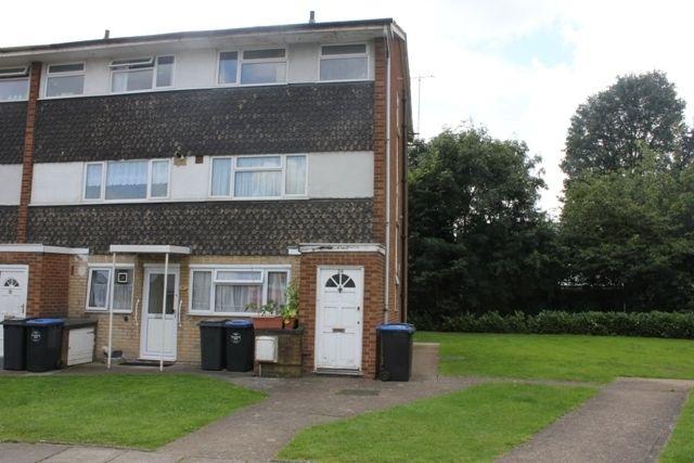 Maisonette to rent in Sunningdale Gardens, Kingsbury, London