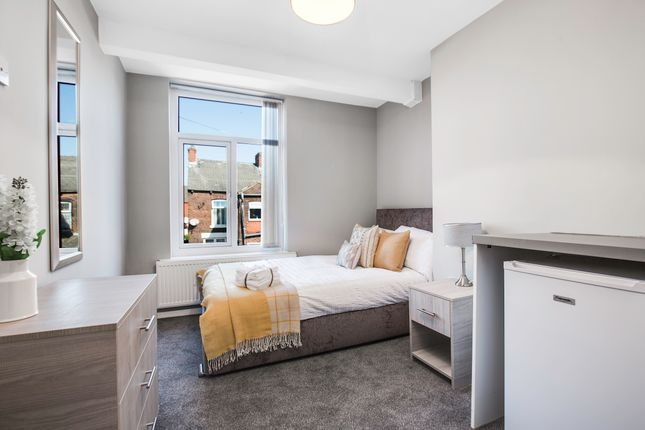 Thumbnail Room to rent in Crofton Street, Oldham