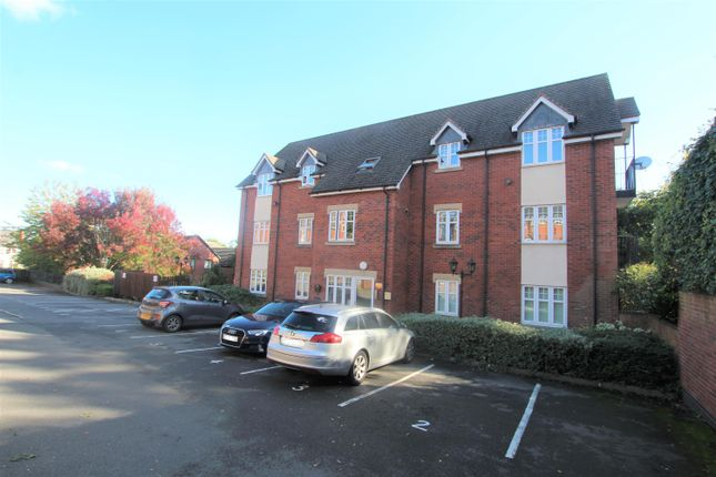 2 bed flat to rent in Mount Pleasant, Redditch B97