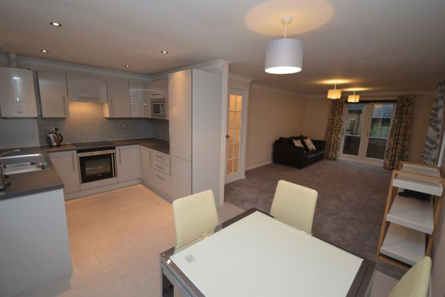 Thumbnail Flat to rent in The Weavers, Swindon