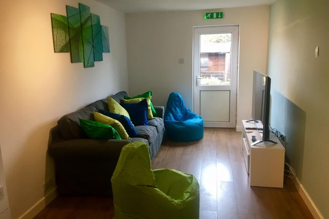 Thumbnail Shared accommodation to rent in Saxton Close, Beeston