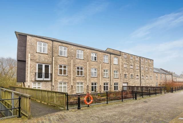 3 bed flat for sale in Witney, Oxfordshire OX28