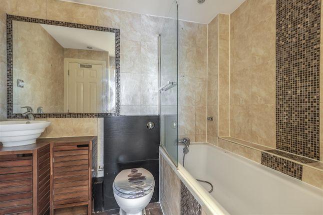 Balison Close - Bathroom