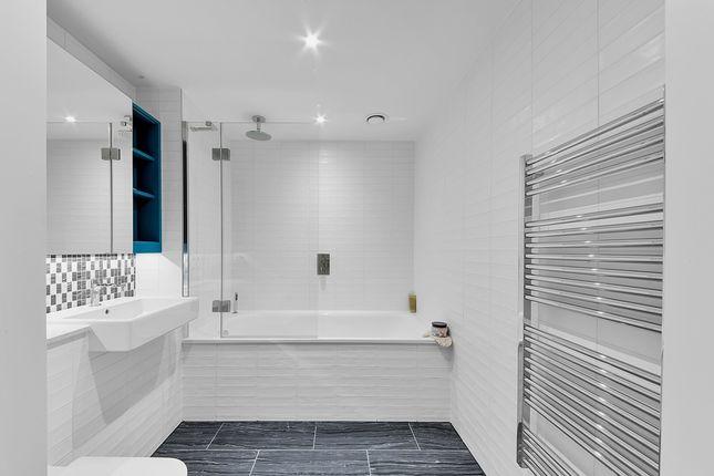 Bathroom_1201 of Two Fifty One, Southwark Bridge Road, Elephant & Castle SE1