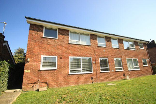 Thumbnail Maisonette to rent in Warren Road, Chelsfield