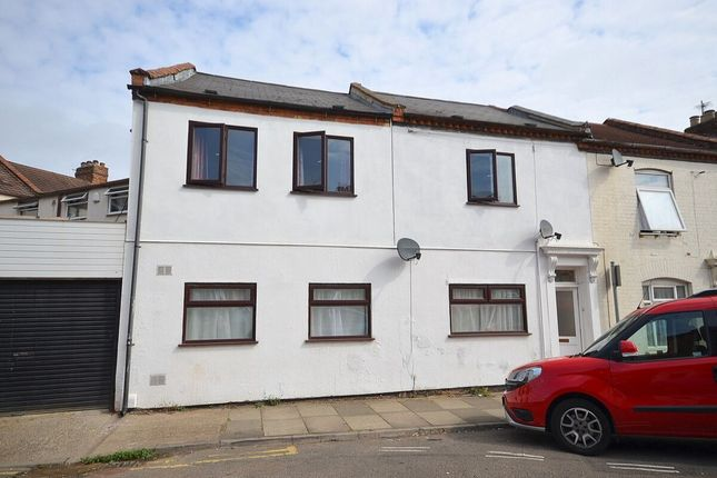 Thumbnail Flat for sale in Alcombe Road, The Mounts, Northampton