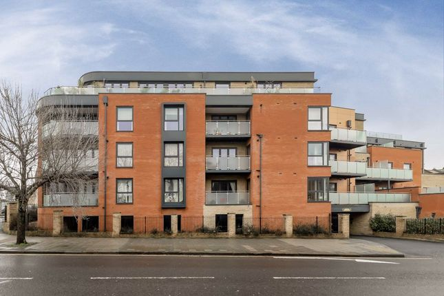 2 bed flat to rent in Wakeman Road, London NW10