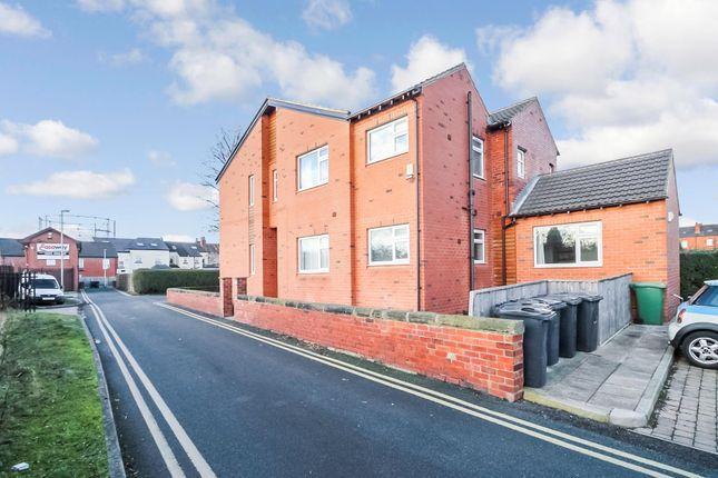 Thumbnail Flat to rent in Poplar Avenue, Crossgates, Leeds
