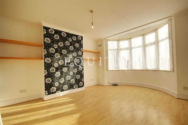 Thumbnail Flat for sale in Lincoln Way, Enfield
