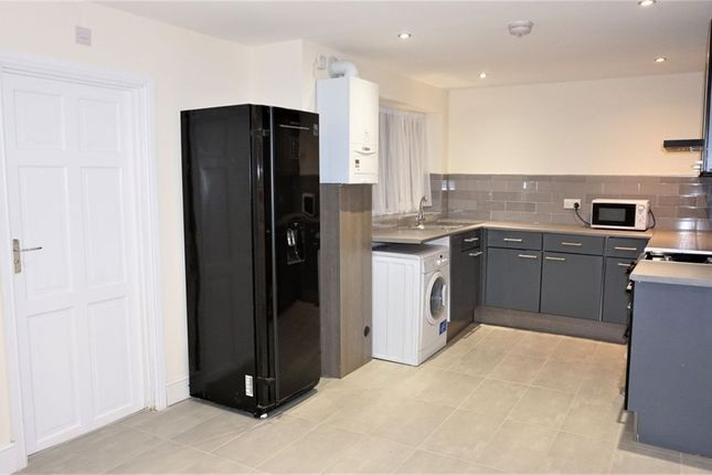 Thumbnail Detached house to rent in Wood End Green Road, Hayes, Middlesex, United Kingdom
