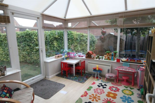 2 bed semi-detached house for sale in Boscawen Way, Thatcham