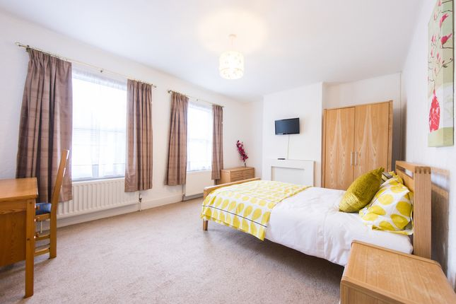 Room to rent in Kensington Road, Reading